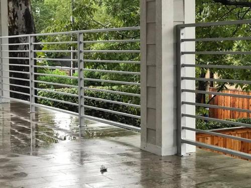 horizontal-metal-railing-services-city-fence-gates-img1