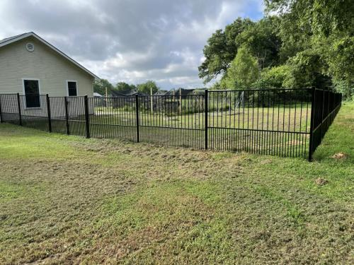 city-fence-gates-custom-metal-fence-img1
