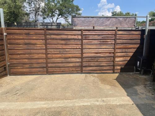city-fence-gates-horizontal-wooden-fencing-gate-img1